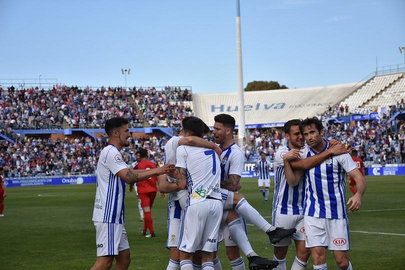 Jugadores del Recre celebrando el gol de Llorente. (Tenor) d1549584d6a59