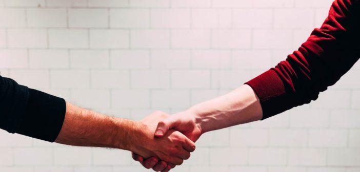 Darse la mano, acuerdo