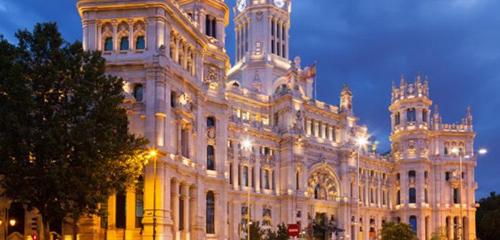 https://www.freepik.es/foto-gratis/palacio-comunicacion-atardecer-verano-madrid_1328394.htm#page=1&query=Madrid&position=17
