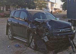 Un joven ebrio estrella su coche contra un camión en El Rocío